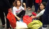 Thiếu nữ đánh gục cụ bà trên đường vào lễ chùa Hương
