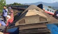 Tàu hỏa trật đường ray sau khi va chạm với xe tải, 3 người tử vong