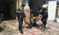 Cửa hàng dịch vụ vệ sinh cháy dữ dội lúc giữa trưa