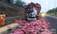 Đầu xe tải bẹp dúm trên cao tốc TP.HCM – Long Thành – Dầu Giây