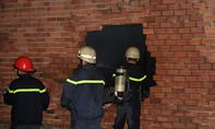 Cháy xưởng gỗ, người dân hốt hoảng sơ tán tài sản trong đêm