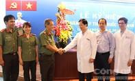 Công an TP.HCM thăm, chúc mừng các đơn vị y tế nhân ngày 27-2