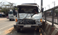 Xe ben tông xe tải, người dân phá cửa cứu tài xế kẹt trong cabin