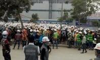 Công nhân Việt bị đánh, hàng ngàn người quây kín công ty Samsung