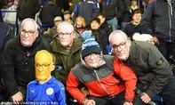 CĐV Leicester vinh danh 'Bố già' Ranieri
