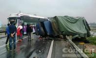 Tai nạn liên hoàn trên quốc lộ 1A, giao thông bị ùn tắc hàng km