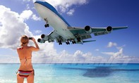 Cô gái bị đuổi khỏi máy bay do ăn mặc... hở hang