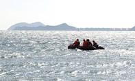 Lao xuống biển cứu bạn, 2 thanh niên bị sóng cuốn mất tích