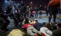 """Biểu tình rầm rộ tại Romania chống nghị định """"nhẹ tay"""" với quan chức tham nhũng"""