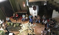 Chủ nợ kéo đến nhà Đàm Vĩnh Hưng đòi tiền; Trường Giang bỏ diễn