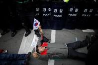 Biểu tình dữ dội sau quyết định phế truất tổng thống Hàn Quốc
