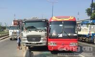 Xe khách chở 40 em học sinh mầm non đi dã ngoại gặp nạn