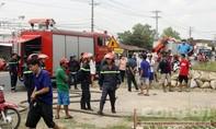 Hàng trăm người dân hoảng loạn vì vụ cháy công ty nhựa