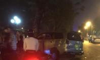 Xe Innova lao vào gốc cây, 5 người bị thương nặng