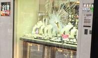 Trộm táo tợn cuỗm kim cương giữa ban ngày ở Hong Kong