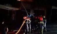 Cháy lớn ở cơ sở làm tranh, 3 người may mắn thoát chết