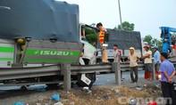 Xe tải tông xe giường nằm, 3 người thương vong