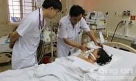 Một phụ nữ nhập viện trong cơn nguy kịch do ngộ độc rượu methanol