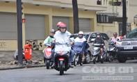 Người Sài Gòn trở tay không kịp với cơn mưa trái mùa