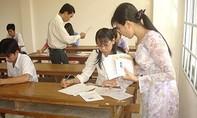 Chép bài cho người khác xem, một giáo viên coi thi bị đình chỉ