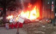 Trượt chân ngã vào đống rác đang cháy, bà lão 80 tuổi tử vong