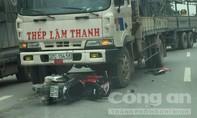 Xe máy lao vào xe tải, một người nguy kịch
