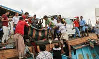 Tàu chở người tị nạn bị tấn công ngoài khơi Yemen: Hàng chục người thương vong