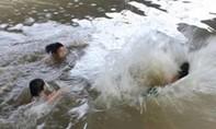 5 học sinh lớp 8 đuối nước khi tắm sông, một em thiệt mạng
