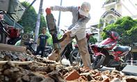 TP.HCM: Người dân quận Tân Phú đập bậc tam cấp trả lại vỉa hè