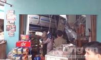 Xe tải tông nát nhà dân vì tài xế ngủ gật