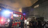 Xưởng công ty giặt ủi cháy dữ dội lúc rạng sáng