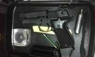 TP.HCM: Nam thanh niên thủ súng điện đi cướp giữa trưa