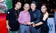 Nghệ sĩ Hoài Linh thân thiết bên bố ruột của đạo diễn Thanh Nhân