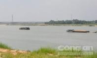Nhức nhối nạn khai thác cát ở dòng sông Thu Bồn gây sạt lở vùng Gò Nổi