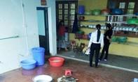 Đình chỉ công tác hiệu trưởng dọa thả bé 4 tuổi vào máy vặt lông gà