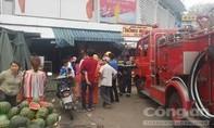 Cháy cửa hàng vàng mã trong chợ, nhiều người hoảng hốt tháo chạy