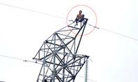 Nam thanh niên cố thủ trên trụ điện cao thế ở Bình Dương