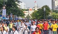 """Hàng ngàn người tham gia """"Ngày chạy Olympic 2017""""."""