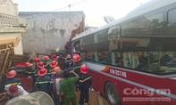 Xe khách giường nằm gặp nạn, ít nhất 2 người chết và nhiều người bị thương