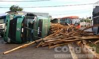 CLIP: Hai xe tải tông nhau, một tài xế nhập viện