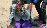 Người mẹ khóc ngất khi hay tin con chết đuối trên sông Sài Gòn