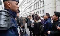 Bạo động bùng lên ở Paris sau khi cảnh sát bắn chết một người Trung Quốc