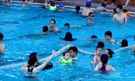 'Rước bệnh' viêm tai khi đi bơi tránh nóng