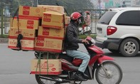 Gã nhân viên giao hàng gian manh ôm tài sản bỏ trốn