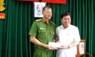 Chủ tịch UBND TP.HCM thưởng nóng cho Phòng cảnh sát điều tra tội phạm về ma túy CATP