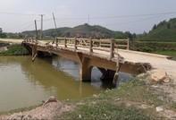Hiểm họa khi đi qua những cây cầu 'tử thần' ở vùng quê Nghệ An