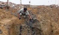 Đào móng làm nhà phát hiện hố chôn hàng trăm viên đạn
