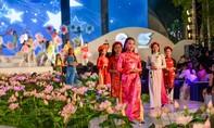 Đặc sắc đêm trình diễn áo dài tại Phố đi bộ Nguyễn Huệ