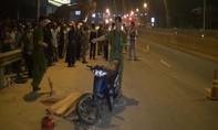 Quảng Ngãi: Chạy máy đi thăm bạn gái, va vào xe đầu kéo tử vong