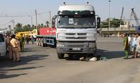 Container tông chết người phụ nữ đi xe máy